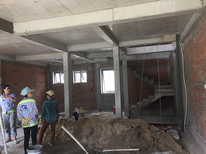 Đội ngũ công nhân có nhiều năm kinh nghiệm trong lĩnh vực sửa chữa nhà, chăm chỉ, nhiệt tình