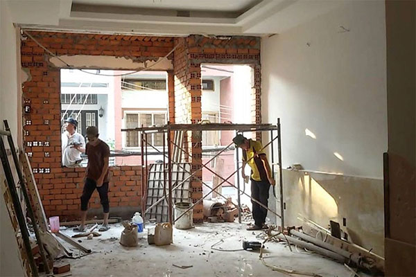 Đội ngũ công nhân chăm chỉ, nhiệt tình, chịu khó, có nhiều năm kinhh nghiệm trong lĩnh vực sửa chữa, nâng cấp nhà