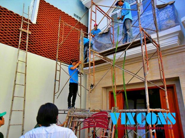 Đội ngũ nhân viên chăm chỉ, nhiệt tình, có nhiều năm kinh nghiệm trong lĩnh vực sửa chữa, nâng cấp nhà cũ sẽ làm hài lòng quý khách hàng